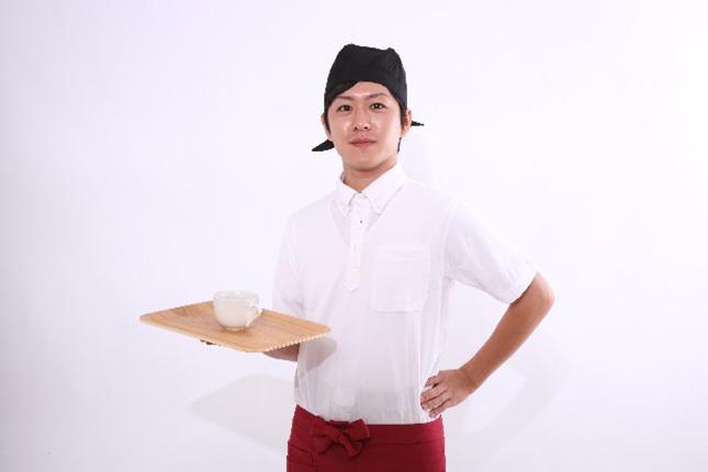 飲食店で働く男性