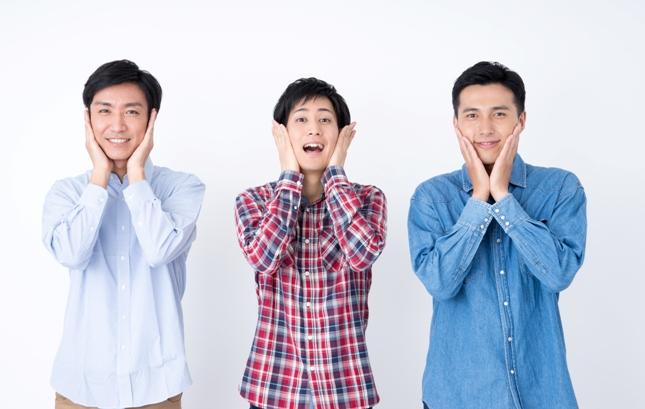 驚く男性3人