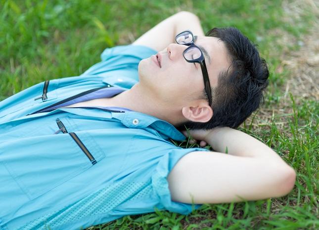 休息中の男性